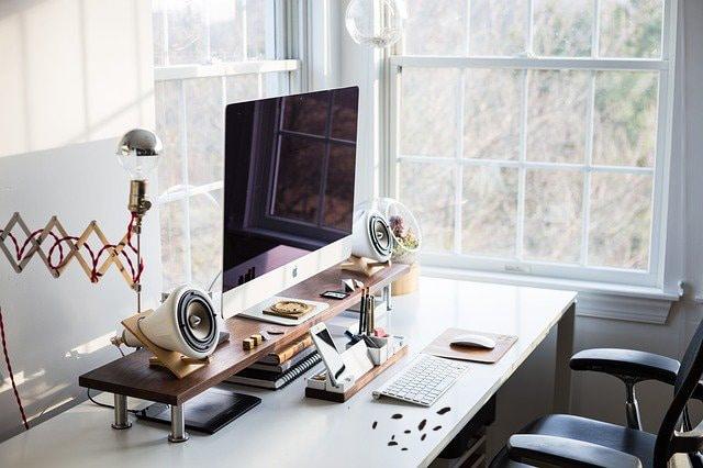muizen op kantoor - muizenpoep op bureau